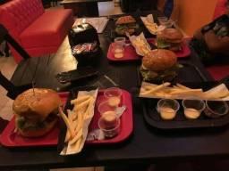 Hamburgueiro / chapeiro / hambúrgueria/  lanchonete