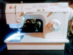 Máquina de costura Singer facilita