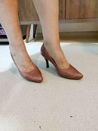 Sapato salto médio caramelo 37 pouco uso