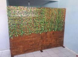 Balcão e divisoria de madeira. VALOR 750.00 REIAS