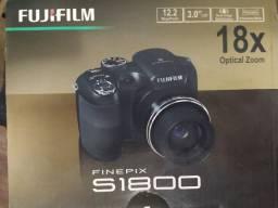 Câmera Fujifilm Finepix S1800 - pouco usada