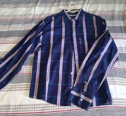 Bermudas e camisas sociais