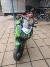 Vendo ou troco Kawasaki ninja série especial