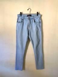 Calça jeans claro (usada duas vezes)
