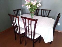 Linda mesa de jantar com 6 cadeiras e  mesinha lateral