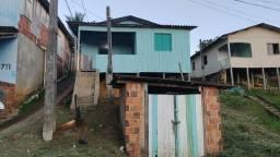 Vende-se casa mista na Beira da rua