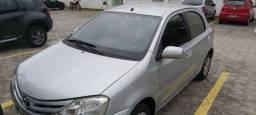 BAIXOU Toyota Etios 1.3 XS 2013 completo