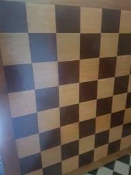 tabuleiro de xadrez em madeira 70,00
