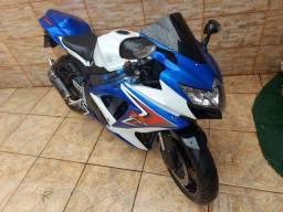 Moto 750 cilindradas