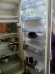 Vendo geladeira toda boa