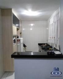 Apartamento 2 dormitórios com cozinha planejadas.