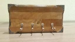 Porta Chaves em Madeira Rústica