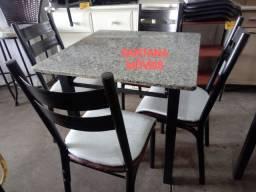 Jogo mesa quadrada + 4 cadeiras tubolares. 0,75 x 0,75 L. Pçs novas