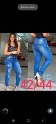 Calça jeans modelagem levanta bumbum