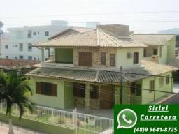 D CA0203- Casa com 6 dormitórios, mobiliada à 900 mts do mar *À venda*!