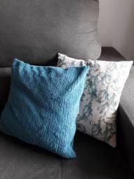 Almofadas decorativas usadas
