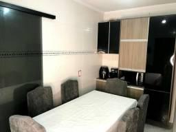 Casa sobrado, ar-condicionados split, SEMI-mobiliada, churrasqueira