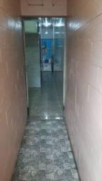 Alugo casa na avenida Tefé 3 dormitórios sendo uma suíte