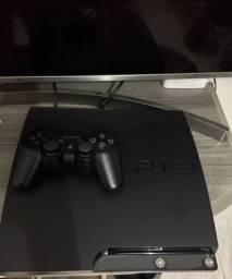 Vendo PS3 com controle e jogos.
