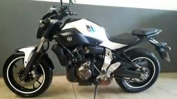 Vendo linda moto mt 07 2016