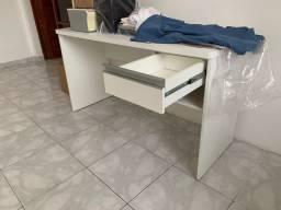 Conjunto de mesa e painel