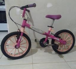 Vende-se Bicicleta infantil feminina.