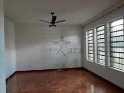 VA-Casa / Padrão - Jardim São Dimas - Locação e Venda - Residencial
