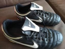 Chuteira Nike TM 40