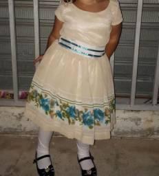 vestido pouco tempo de uso, vesti 2 anos.