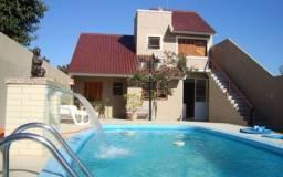 Linda casa com piscina para temporada em São Lourenço do Sul