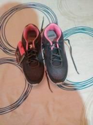 Vendo tênis de ginástica, esportes, educação física