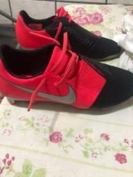 Chuteira Nike Phantom 1 linha