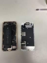 IPhone 8 para retirada de peça, deu problema na placa.