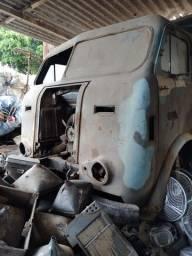 Caminhão caçamba Alfa Romeu para reforma trucado