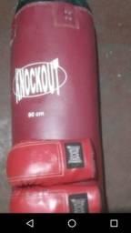 Saco de boxe e luvas por apenas 60 reais
