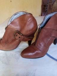Vende se sapatos altos em bom estado de conversão