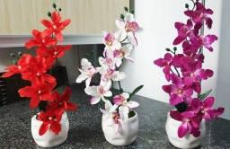 Arranjo de Orquídeas Artificiais Com Vaso de Ceramica