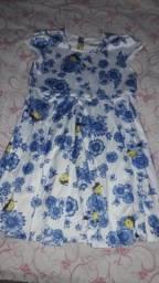Vendo esses vestidos florais, 50 reais cada um