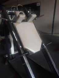 Hack *aparelho de musculação