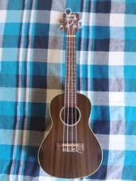 Agora é seu! Lindo ukulele Shelby Concert com pouco uso!
