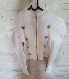 Casaquinho Cropped de Tricot branco com botões e manga princesa