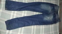 Vende se uma calça jeans juvenil