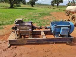 Conjunto moto bomba irrigação