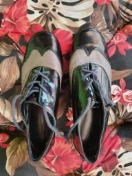 Sapato rasteiro de couro de verniz