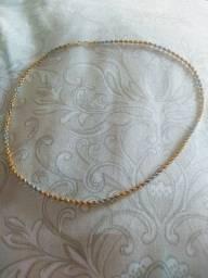 Corrente feminina de ouro branco e dourado industrializado