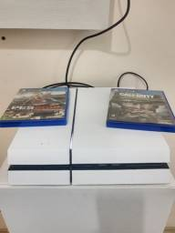 PS4 500GB com dois jogos