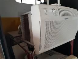 Ar de janela seminovo. 110 volts cônsul 7500 BTUs