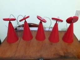 Luminárias vermelhas