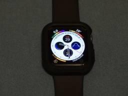 27ce10aa907 Apple Watch Series 4 de 40mm Space Gray com Pulseira Black Sport Band