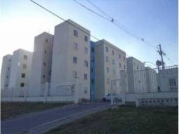 Apartamento em Condomínio com Piscina